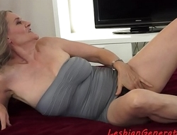 Bigtit beauty licks hairypussy of matured