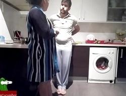 Empotrando al lado de la lavadora. con c&aacute_mara oculta voyeur GUI82